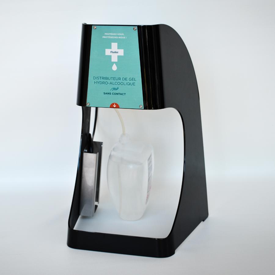 Ce distributeur de gel hydro-alcoolique Nomade sans contact se positionne sur une surface plate (bureau, comptoir...)